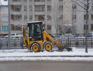 Belediyeden Kar Temizleme Çalışması