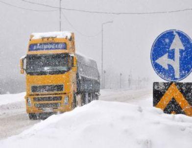 Bolu Dağı Kar Yağışına Teslim Oldu