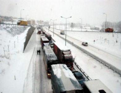 İstanbul-Ankara Karayolunda Ulaşım Çileye Döndü