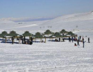 Karacadağ Kayak Merkezi'nde Kar Kalınğı 2 Metreyi Buldu
