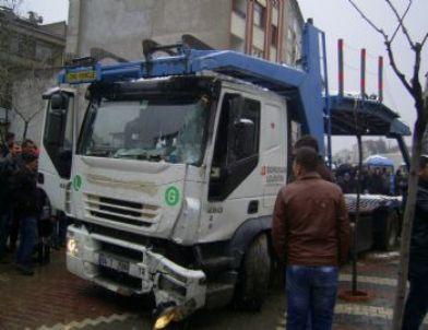 Karamürsel'de Trafik Kazası: 2 Yaralı