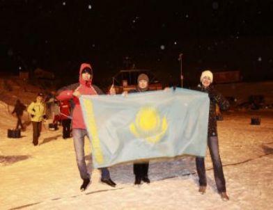 Kayak Yapan Gazeteciler Olimpiyatları Meşaleli Kayak Gösterileriyle Başladı