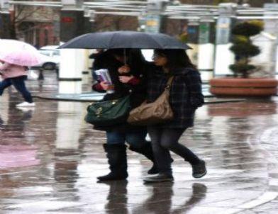 Konya'da Sağanak Yağış Etkili Oluyor