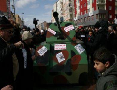 Mazlum-der Üyelerinden Tanklı 28 Şubat Protestosu