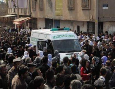 Silopi'de Terörist Cenazesi İçin Yürüyüş