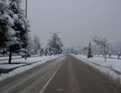 Taşköprü'de Kar Etkili Oluyor