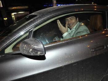 Vatan Şaşmaz, Otomobilde Korsan CD Seçerken Görüntülendi