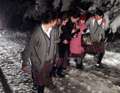 107 Öğrenci ve Öğretmenleri Karda Mahsur Kaldı