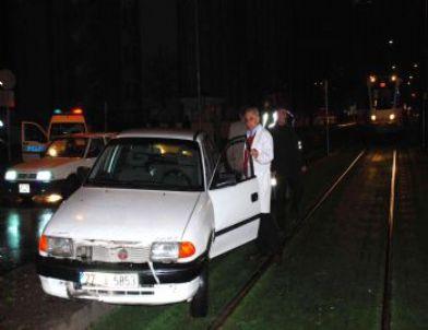 Alkollü Sürücünün Kullandığı Otomobil Tramvay Yoluna Girdi
