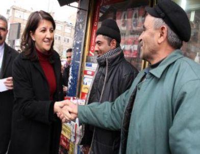 BDP'li Pervin Buldan Hakkari'de