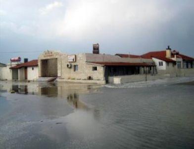Deniz Kabardı Ev ve İşyerileri Sular Altında Kaldı