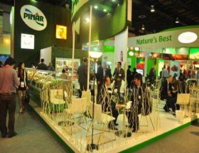 Dubai'de Pınar'a Büyük İlgi