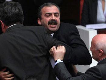 Duruşma Salonuna Girmek İsteyen BDP'li Vekile Şok