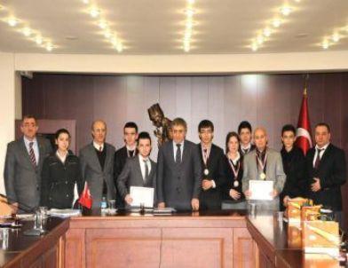 Gençlik Hizmetleri ve Spor İl Müdürlüğü Antrenörlerinden Vali Küçük'e Ziyaret