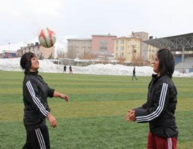Hakkari Gücü Bayan Futbol Takımı, Muş Maçına Hazırlanıyor