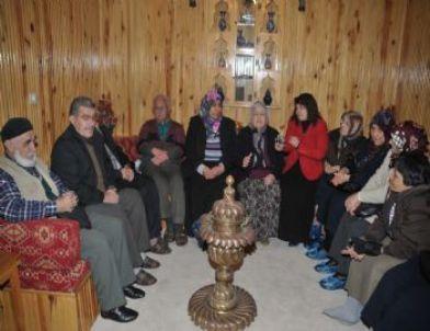 İshak Ağalı Kadınlardan Yaşlılara Anlamlı Ziyaret