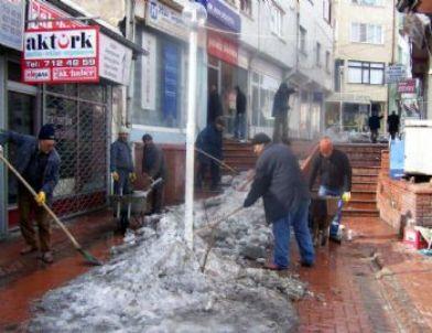 Kaman Belediyesi Buzları Temizliyor
