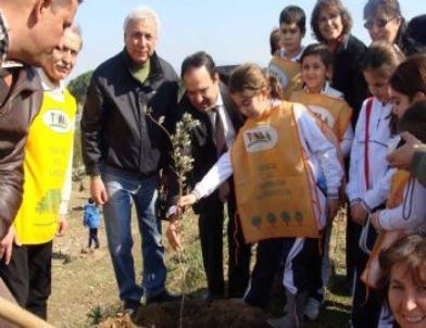 Minikler, Ziraat Fakültesi Dekanı İle Birlikte Ağaç Diktiler