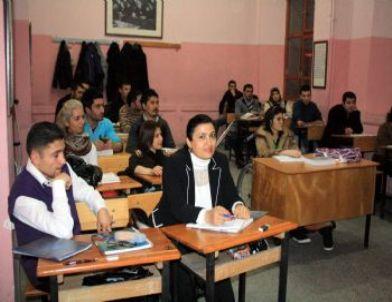 ÖMSS Kursiyerlerine Ders Veriliyor