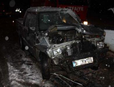 Sakarya'da Trafik Kazası: 2 Ölü, 4 Yaralı