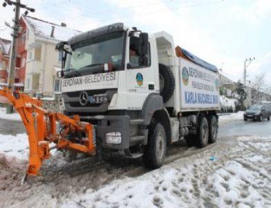 Serdivan Belediyesi Karla Mücadele Timleri 24 Saat Hizmet Veriyor