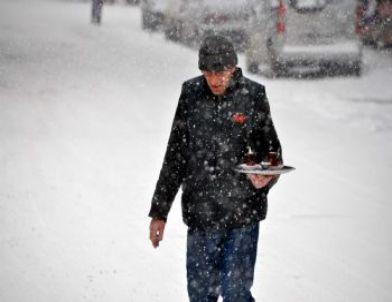 Sivas'ta Kar Yağışı Etkili Oldu