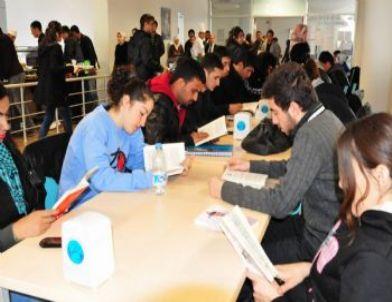 Toplum Gönüllüleri Topluluğu'ndan 'Kitap Çayla İyi Gider' Etkinliği