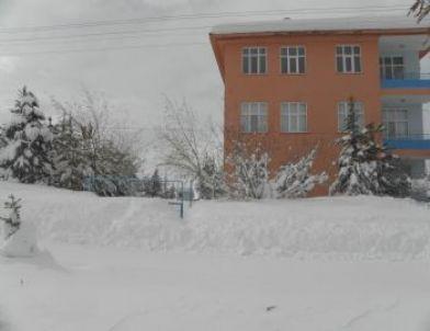 Tufanbeyli'de Eğitime Kar Engeli