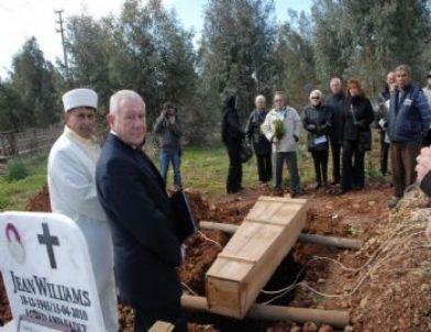 Türkiye Aşığı İngiliz Fethiye'de Toprağa Verildi