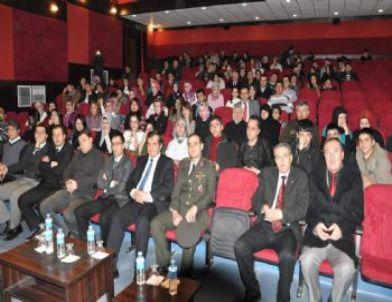 Yerköy'de Öğrencilerin 'Ramo ve Juluyet' Oyunu Büyük Beğendi Topladı