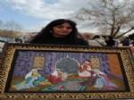 KAPLUMBAĞA TERBIYECISI - Boncuk Boyama Tabloları Turistlere Satarak Aile Bütçesine Katkı Sağlıyor