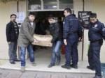 BİLAL YALÇIN - Polisten Vanlı Öğrencilere Yardım Paketi