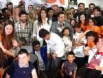 OKAN KARACAN - Akan Karacan Felçli Çocukları Kucakladı