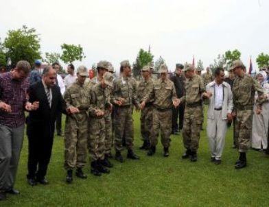 Asker teskere kütüğüne çivi çaktı daha sonra il jandarma