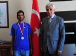 YÜKSEL AYHAN - Başarılı Maratoncudan Vali Yardımcısı Ayhan'a Ziyaret