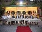 Vali Özcan, Huzurevi'nde İftar Yaptı