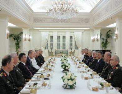 Cumhurbaşkanı Gül, Yaş Üyelerine İftar Verdi