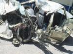 Yolcu Otobüsü Otomobille Çarpıştı: 5 Ölü, 40 Yaralı