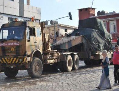 Kobani Sınırına Askeri Sevkıyat Sürüyor