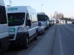 Yalovalı Minibüsçüler Yol Kapattı