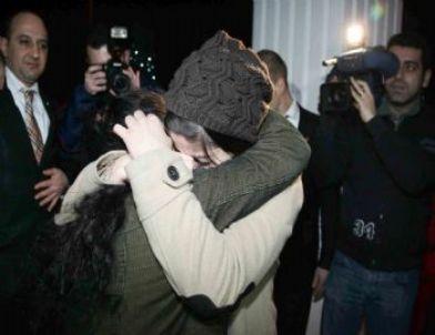 Alman Aileye Verilen Türk Kızı Annesine Kavuştu