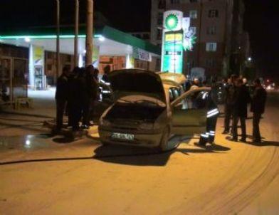 Benzin İstasyonunda Araç Patladı: 2 Yaralı