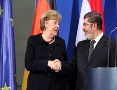Mursi: Mısır Siviller Tarafından Yönetilen Bir Hukuk Devleti Olacak