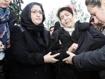 Acılı eş Bakan Şahin'in kollarında bayıldı