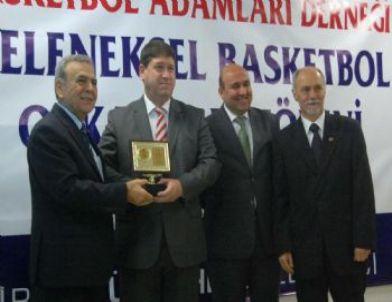 Aliağaspor Kulübü Başkanı Uğur Eren Yılın Yöneticisi Ödülünü Aldı