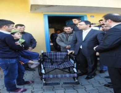 Engelli Çocuğa Hediye Edilen Tekerlekli Sandalye Mutluluk Getirdi