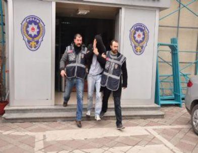 Polisten Kaçan Hırsızlar Saklandıkları Fabrikada Yakalandı