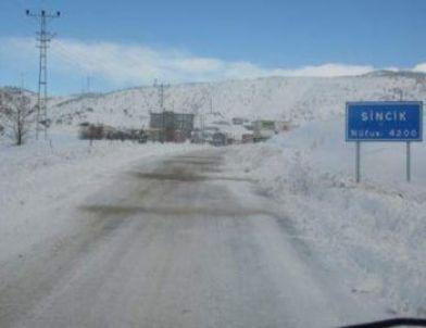 Sincik'te Kar Yağışı 18 Köy Yolunu Kapattı