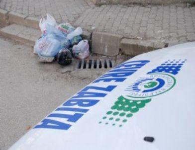 Sivil Zabıtalar Yere Tükürenlere ve Çöp Atanlara Göz Açtırmıyor