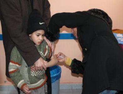 Suriyeliler Sağlık Kontrolünden Geçti